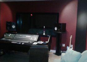 studio-wth-speaker